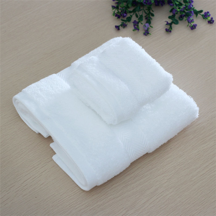 Pakistani Cotton Luxury White Bath Towel with 32S Yarn Count